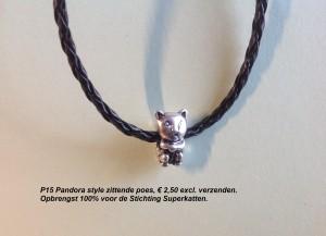 P15 pandora style zittende poes.