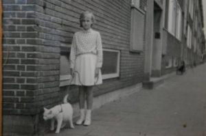 Lyda (10jaar) en Poekie (2 jaar), Rotterdam 1966